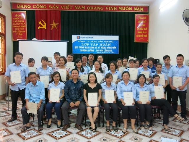 Ông Nguyễn Thanh Bình - Giám đốc Petrolimex Yên Bái phát biểu chỉ đạo khóa khọc