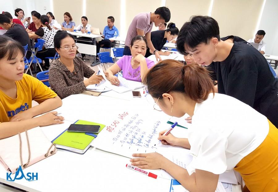 Học viên tham gia làm bài tập nhóm